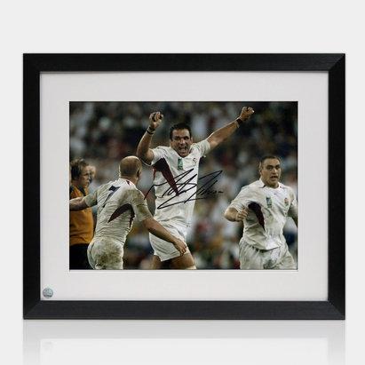 -- Photo de la Coupe du monde de rugby remportée par l'Angleterre 2003, signée par Martin Johnson l